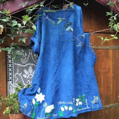 Robe bleue fleurs blanches